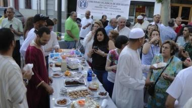 Comida al final de la jornada de ayuno de Ramadán